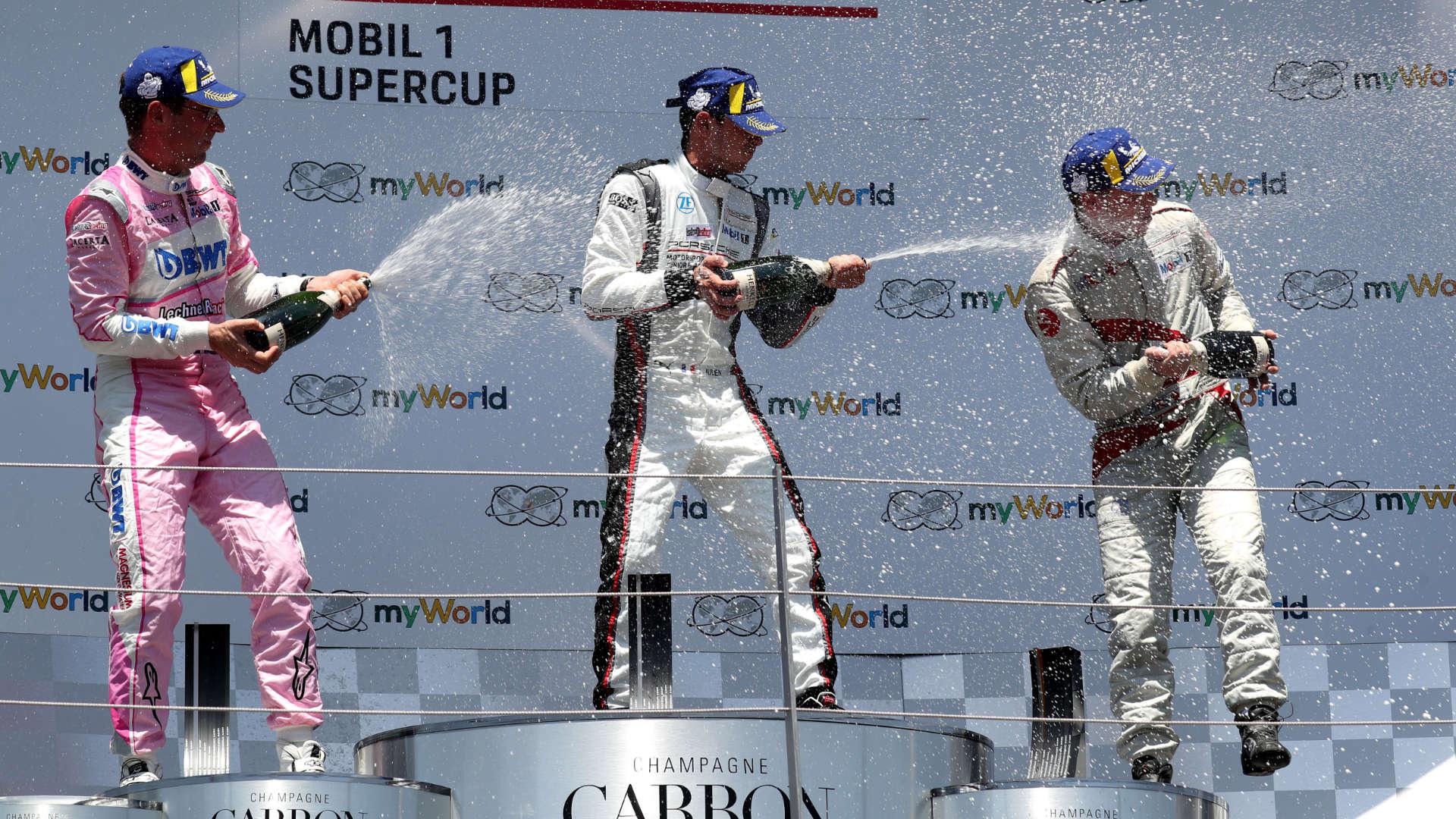 Siegerehrung beim 3. Lauf des Porsche Super Cup
