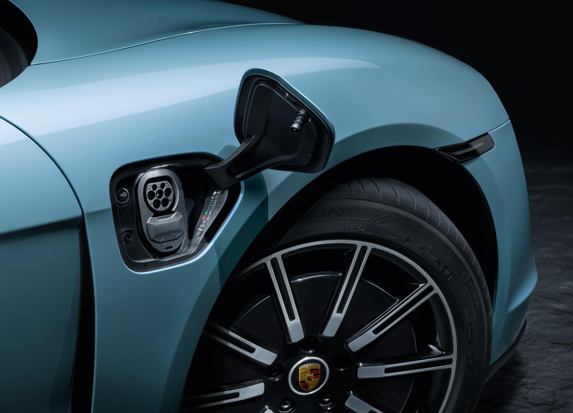 Ladeklappe des Porsche Taycan 4S