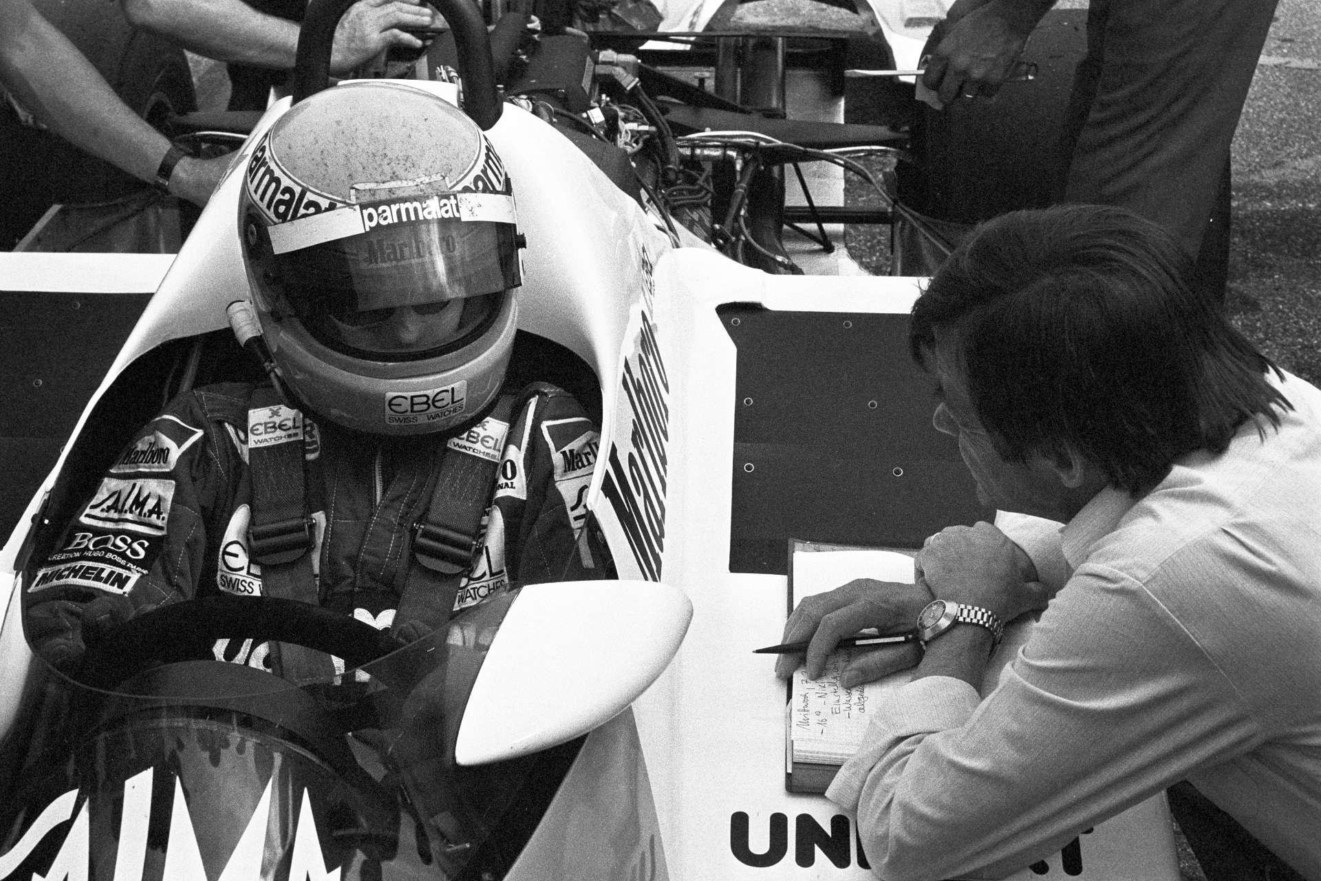 Hans Mezger bei Testfahrten mit dem TAG-Motor in Weissach