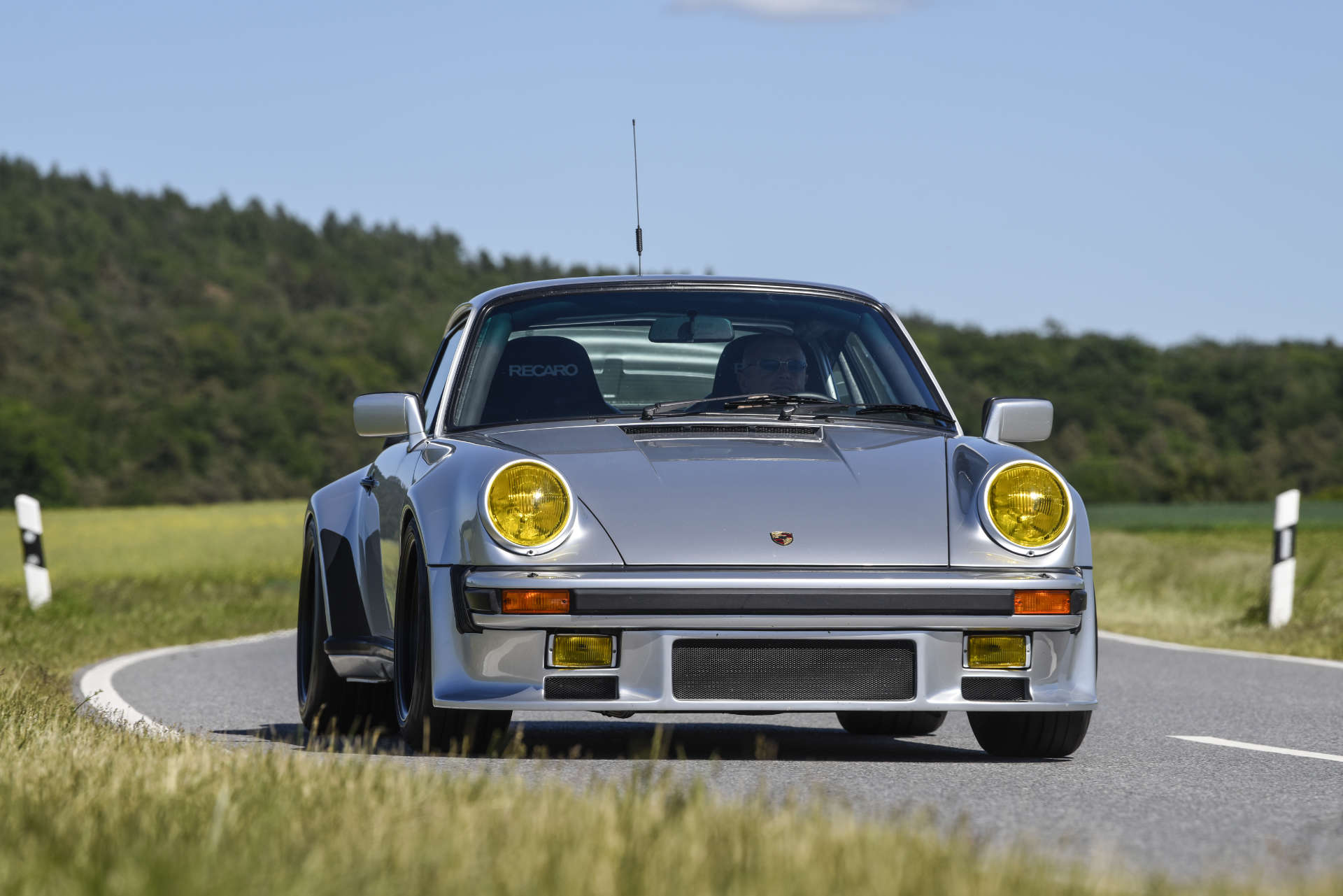 Porsche 911 Turbo Gruppe B Fahraufnahme vorne