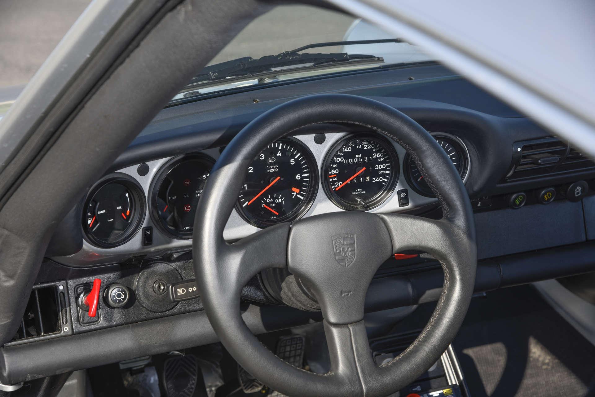 Porsche 911 Turbo Gruppe B Armaturenbrett