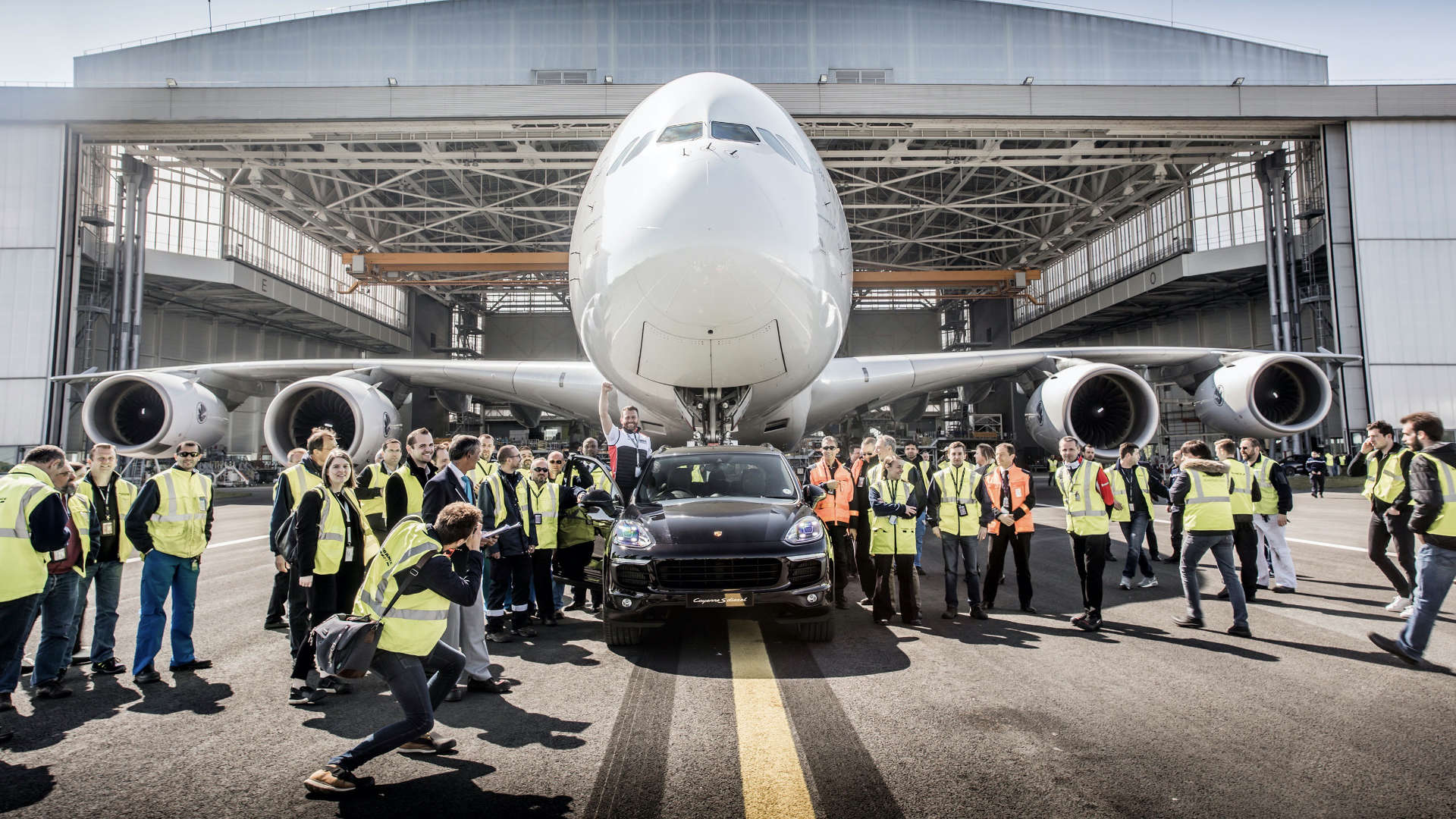 Porsche Cayenne S Diesel E2 Airbus A380