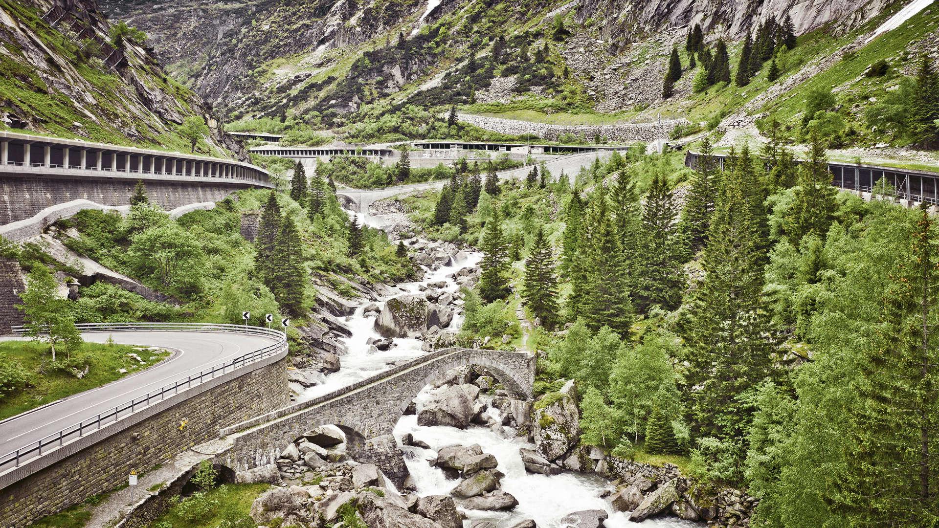 Gotthardpass Curves