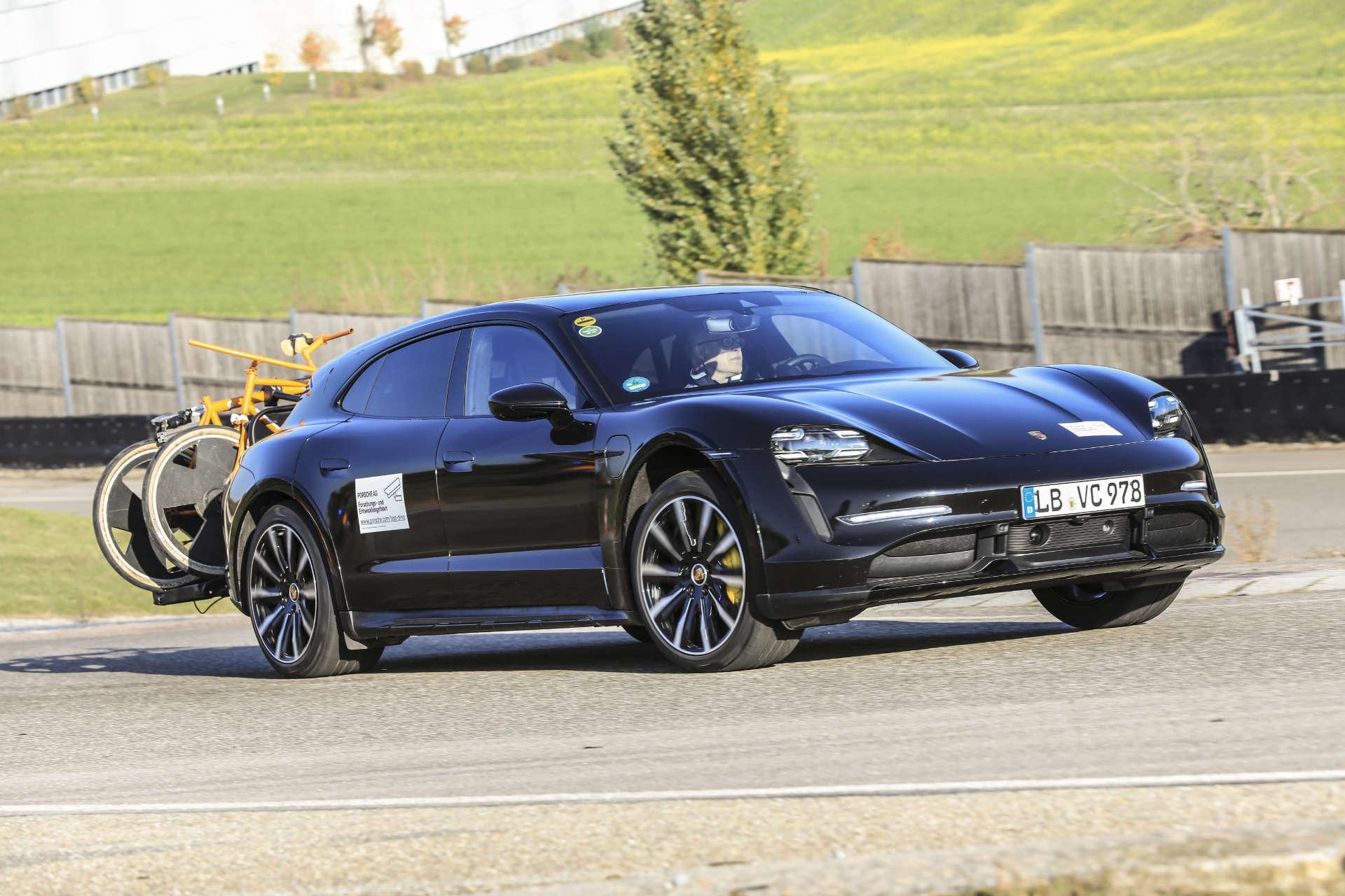 Porsche Taycan Cross Turismo Weissach Teststrecke