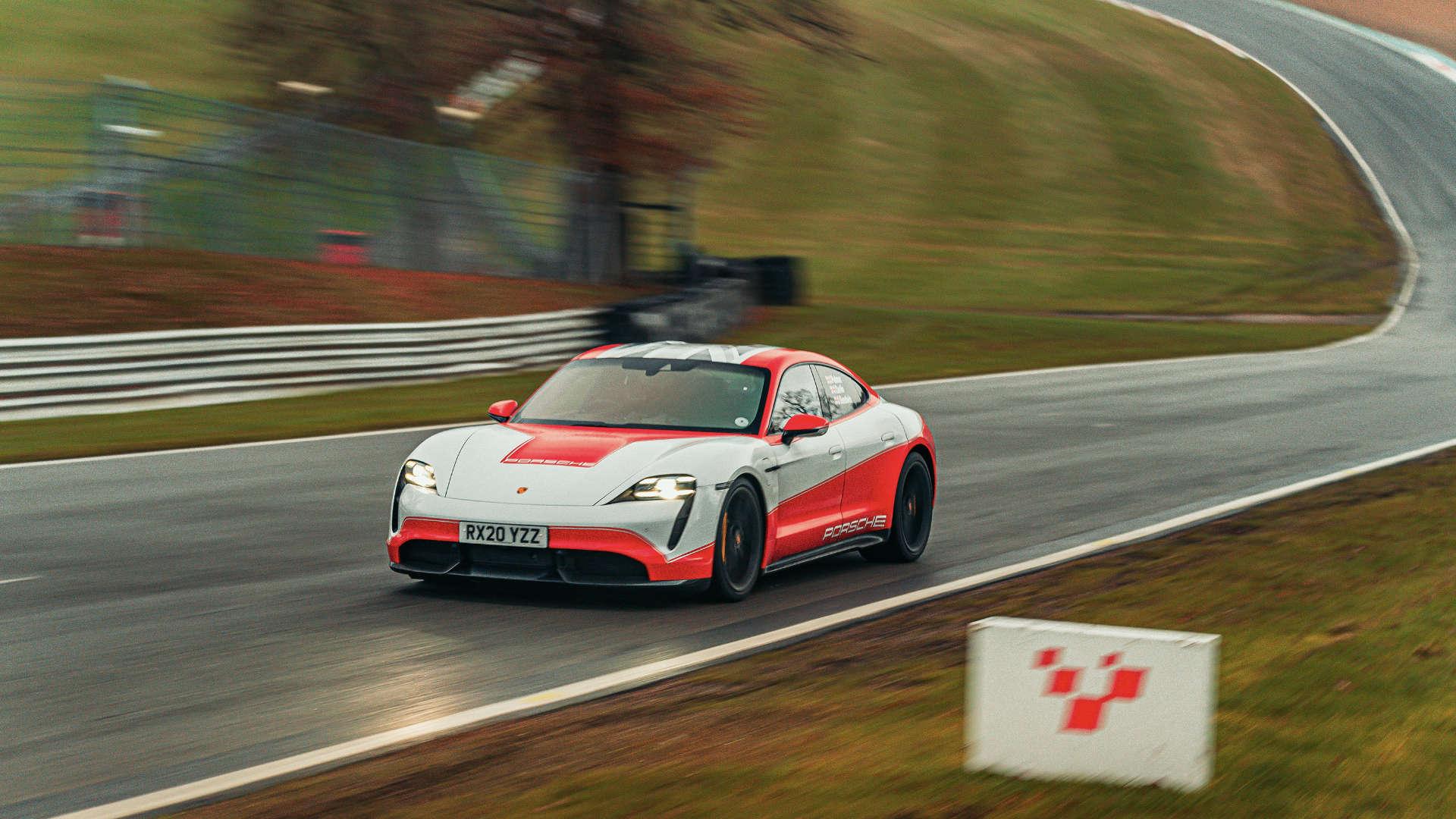 Porsche Taycan Rekorde in Brands Hatch