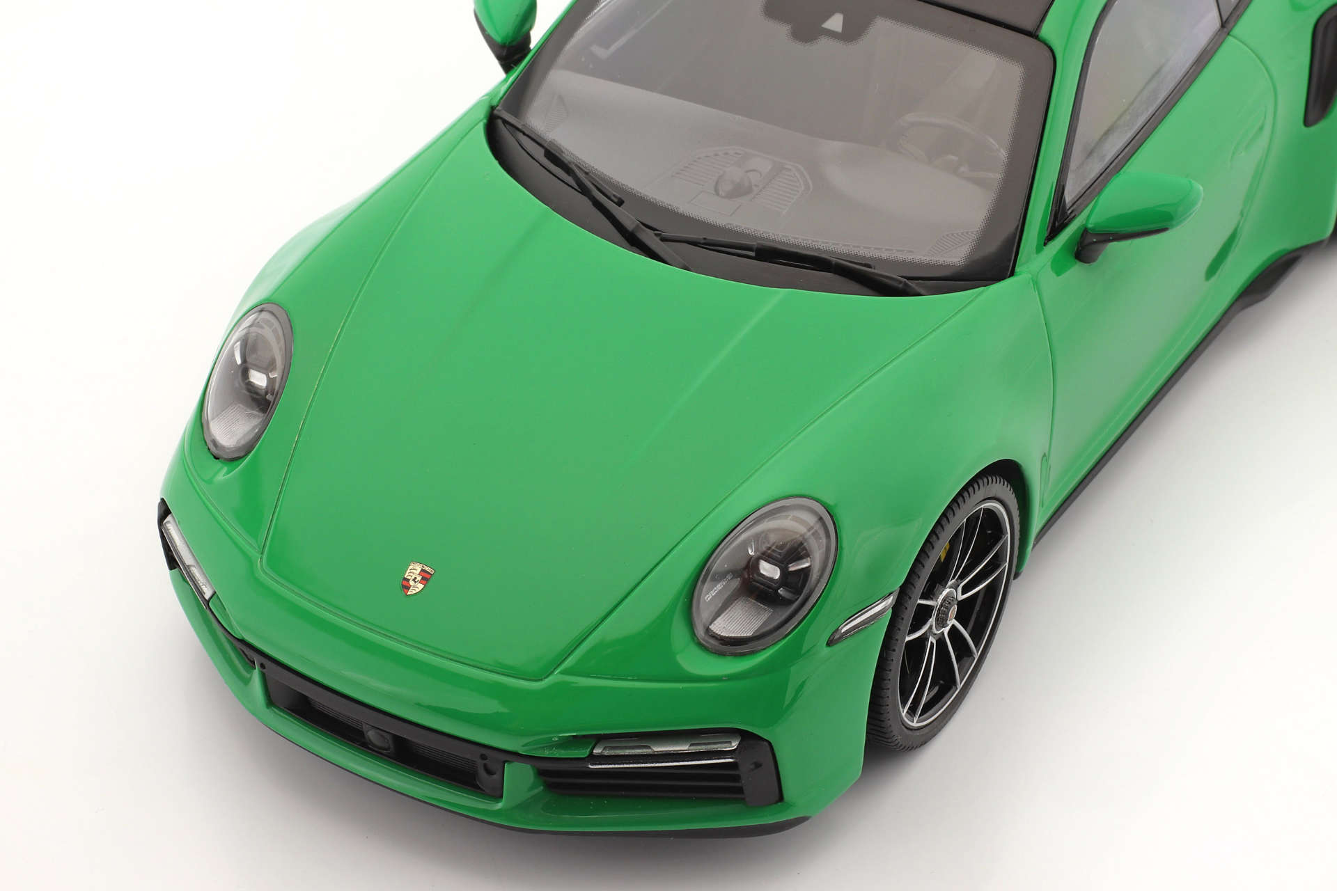 Minichamps Porsche 911 992 turbo pythongrün