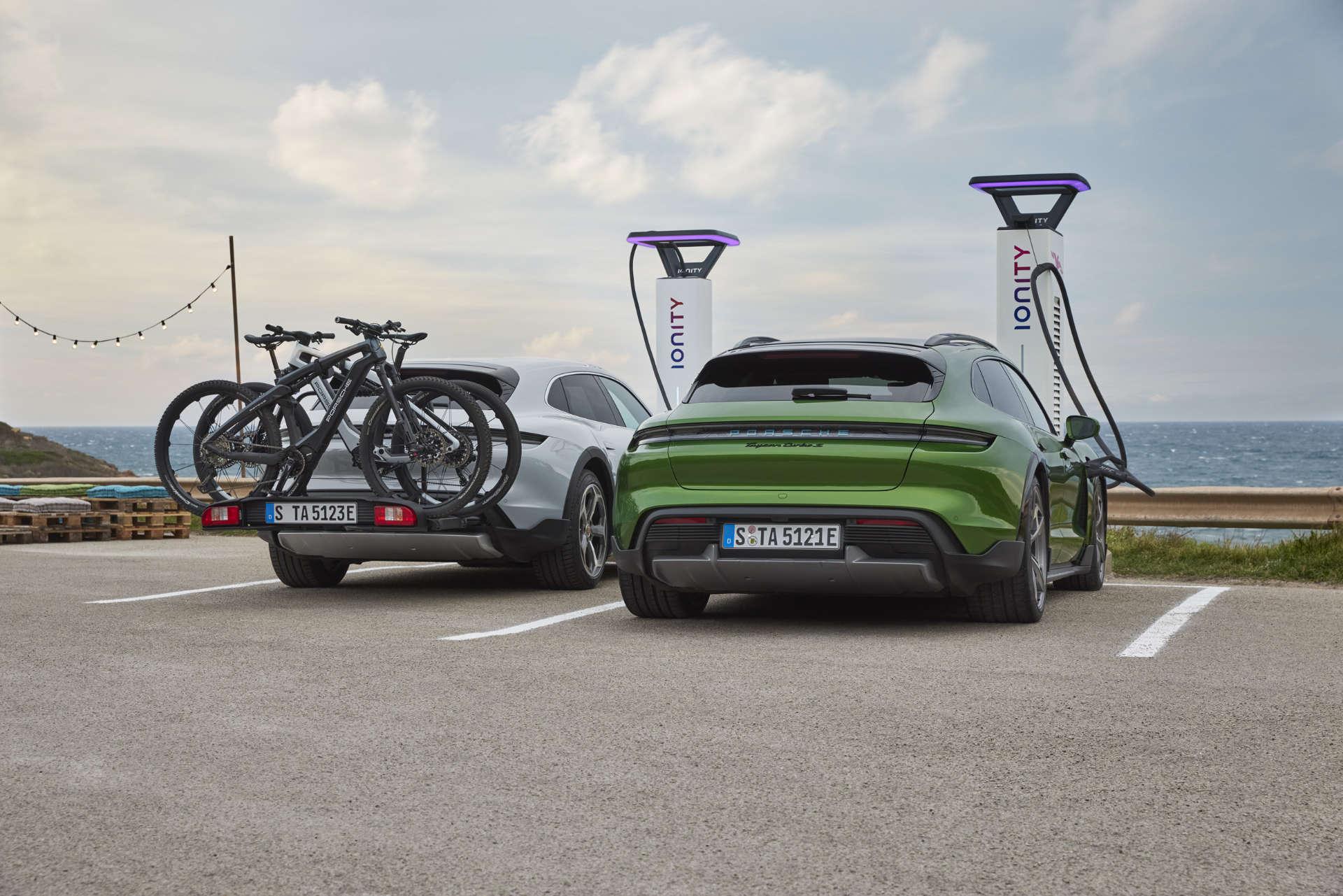 Porsche Taycan Cross Turismo E-Säule
