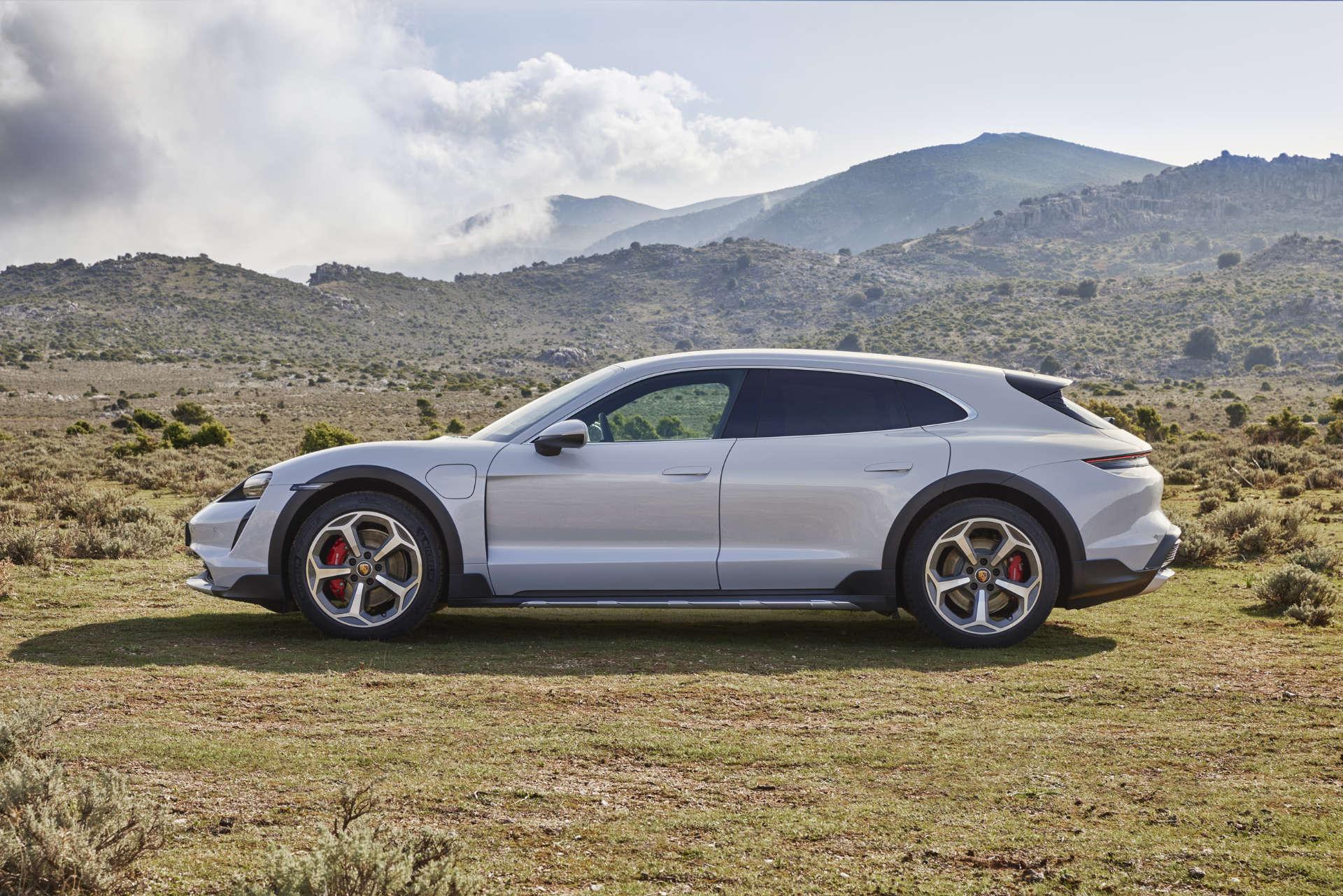 Porsche Taycan Cross Turismo Seitenansicht