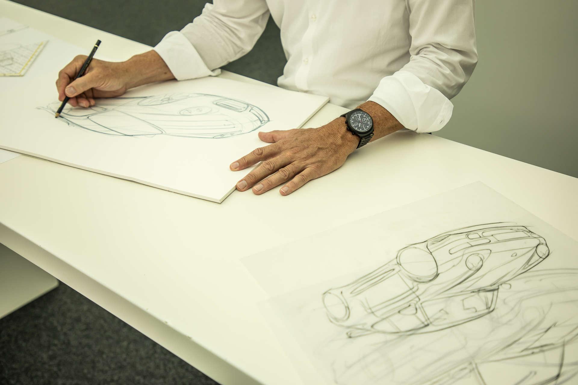 Kreation eines Sonderwunsch Werksunikats: Designer Grant Larson erstellt eine Skizze