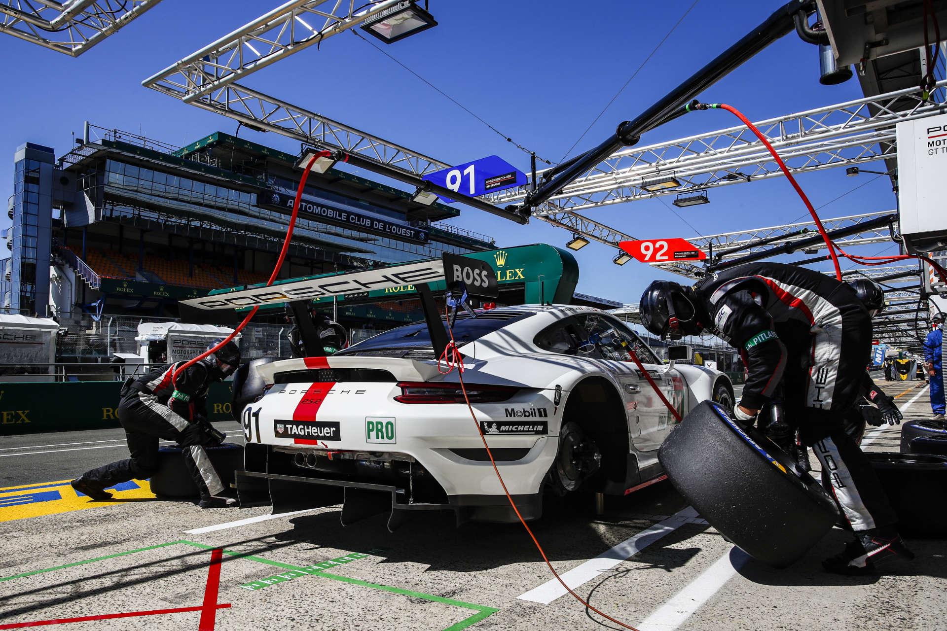 Porsche 911 RSR Reifenwechsel Le Mans