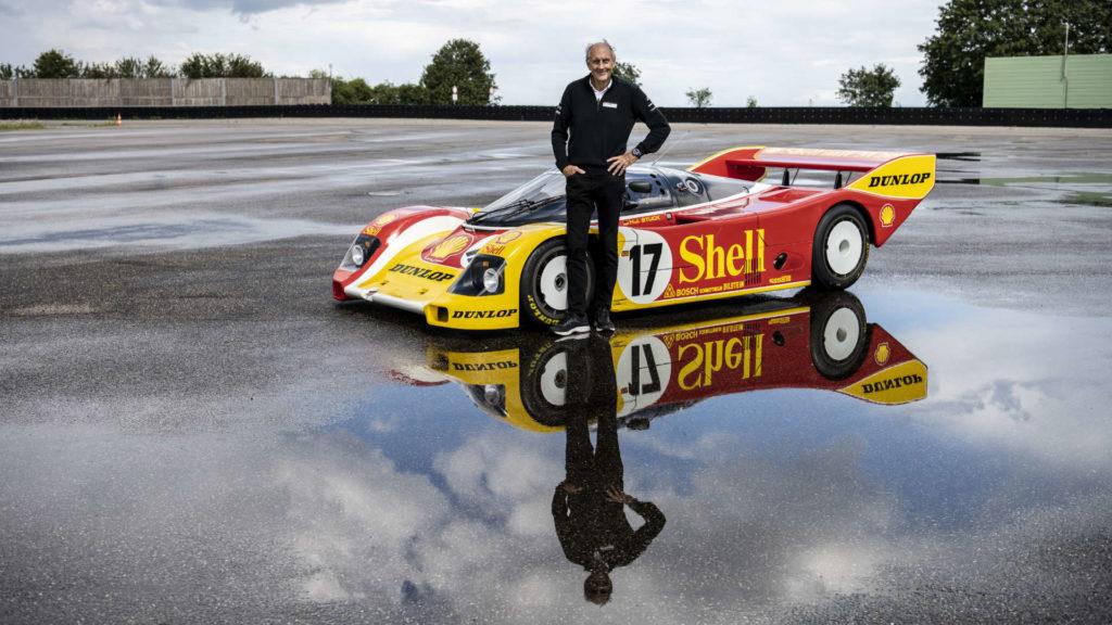 Hans-Joachim Stuck und sein Rennwagen, der Porsche 962 C